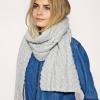 Как завязать шарф зимой