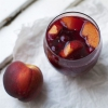 Красное вино с фруктами