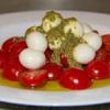 Салат с помидорами черри под соусом песто